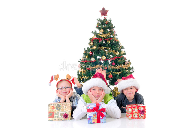 Kinder um Weihnachten drei stockfoto