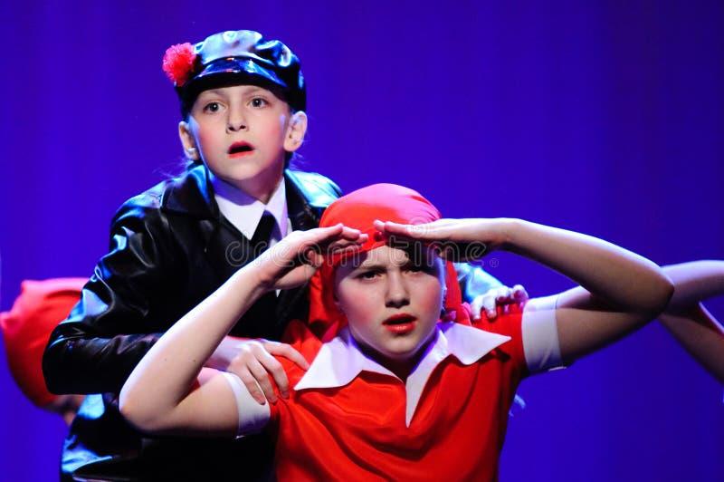 Kinder von der Tanzgruppe lizenzfreies stockbild