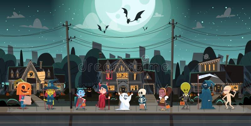 Kinder, welche die Monster-Kostüme gehen in Stadttricks oder Festlichkeits-in glückliches Halloween-Fahnen-Feiertags-Konzept trag vektor abbildung