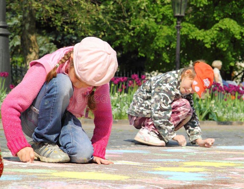 Kinder zeichnet lizenzfreie stockfotos