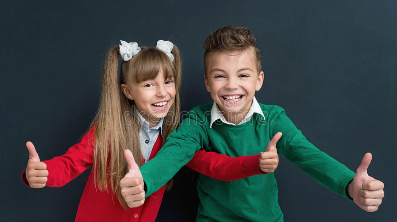 Kinder zurück zu Schule lizenzfreies stockbild
