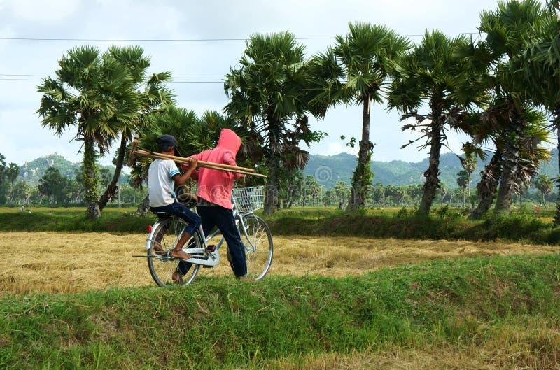 Kinderarbeit an der Asien-Armelandschaft lizenzfreies stockbild