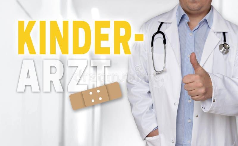 Kinderarzt nel concetto tedesco ed in medico del pediatra con il thum immagine stock