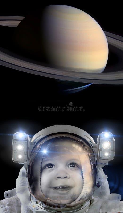 Kinderastronaut und der Planet Saturn stockbilder