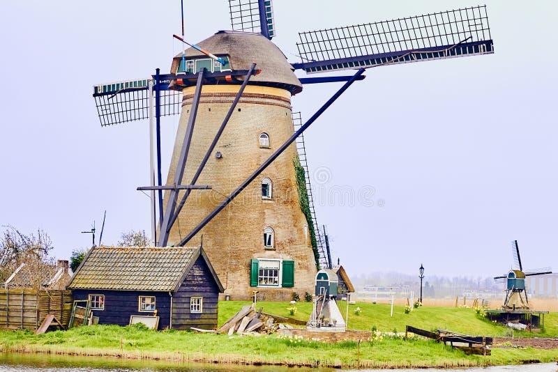 Kinderdijk, Holanda sul, Países Baixos, o 13 de abril de 2018: Veja de fotografia de stock royalty free