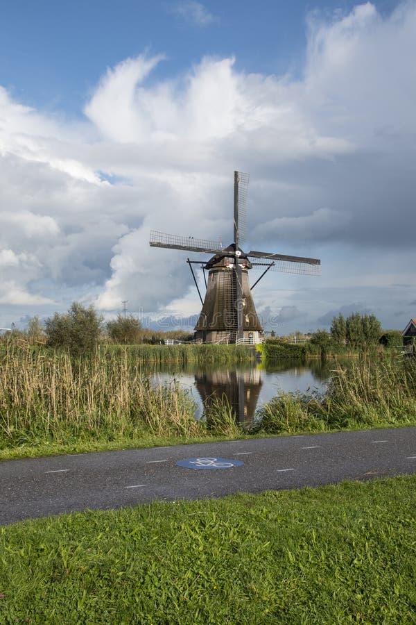 Kinderdijk Nederländerna, May 30th, 2018 - väderkvarnar på Kinde royaltyfri bild