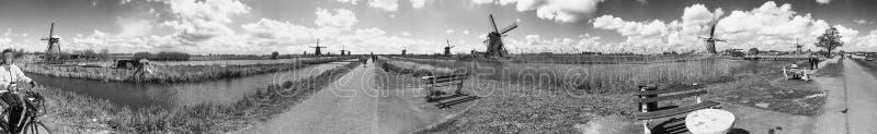 Kinderdijk parkerar och väderkvarnar, Holland royaltyfria foton
