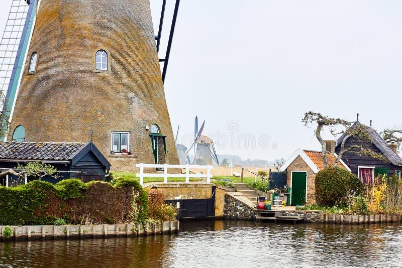 Kinderdijk södra Holland, Nederländerna, April 13, 2018: Beskåda av arkivfoton