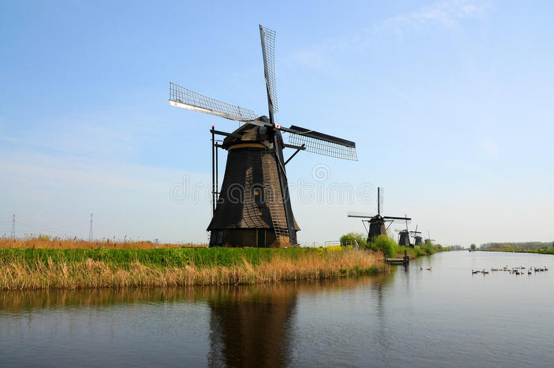 Kinderdijk-Windmühlen stockfotografie