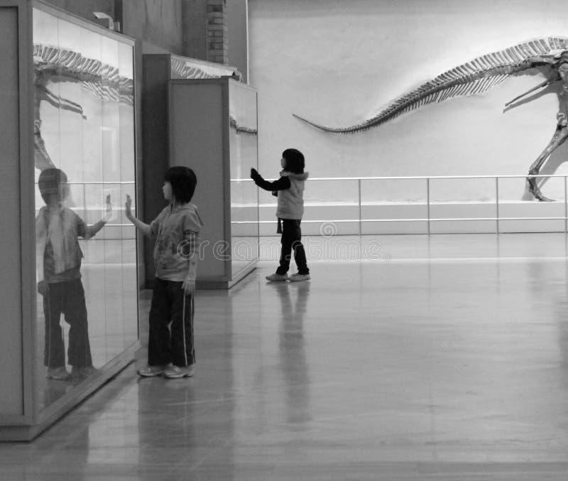 Kinderen bij het museum royalty-vrije stock foto's