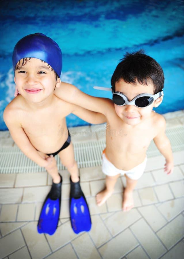 Kinderen bij pool, geluk royalty-vrije stock foto