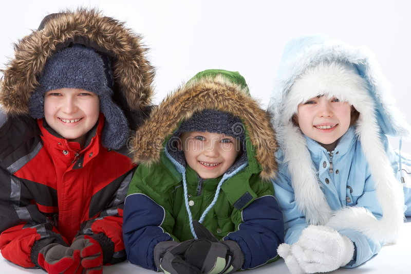 Kinderen in de winterkleding stock foto