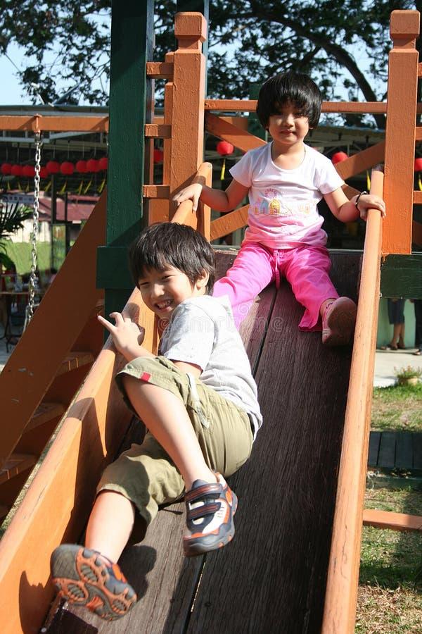 Kinderen die dia spelen royalty-vrije stock foto