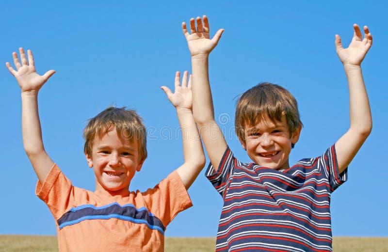 Kinderen die op een Heuvel spelen royalty-vrije stock foto
