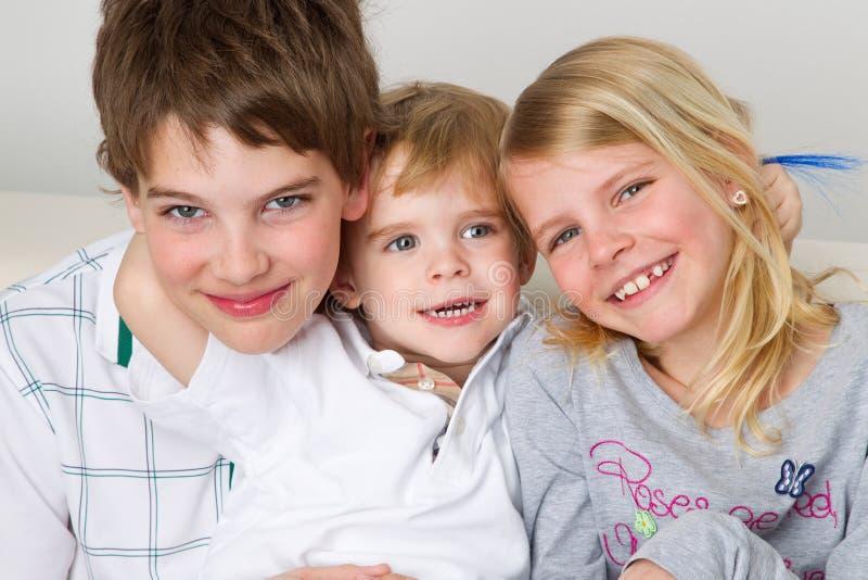 Kinderen die pret hebben stock foto