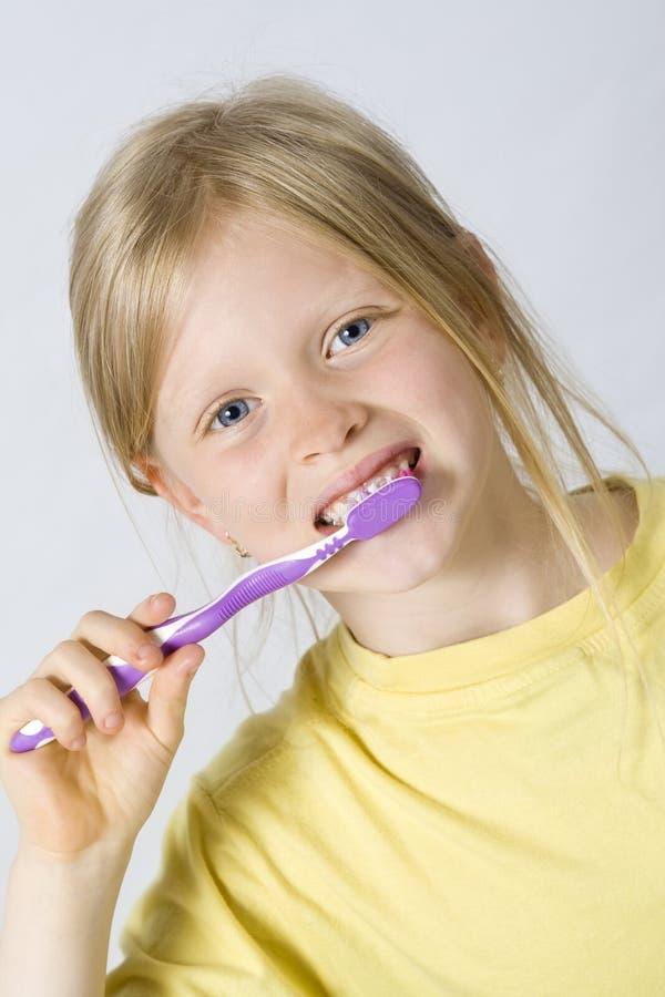 Kinderen die tanden borstelen royalty-vrije stock afbeeldingen