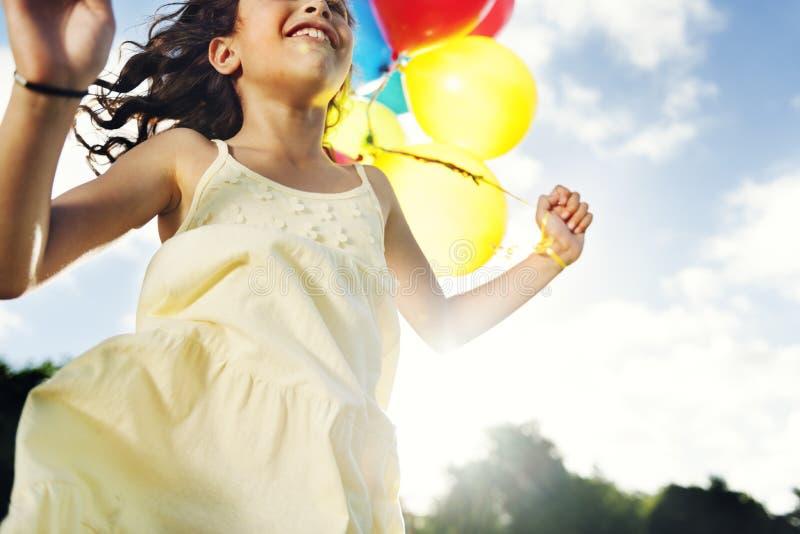 Kinderen die van Sunny Summer Vacation Concept genieten royalty-vrije stock foto