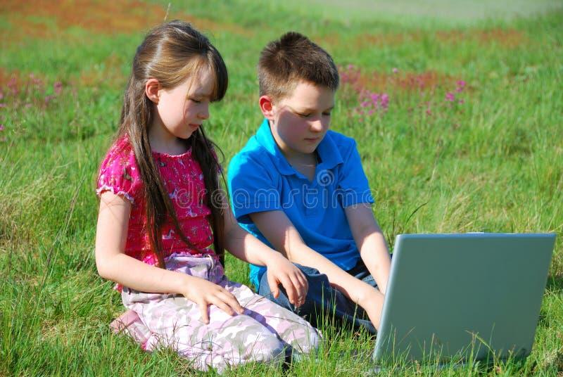 Kinderen en computer royalty-vrije stock fotografie