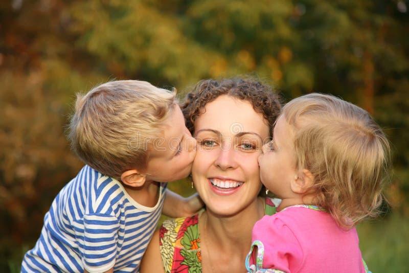 Kinderen en moeder stock afbeeldingen