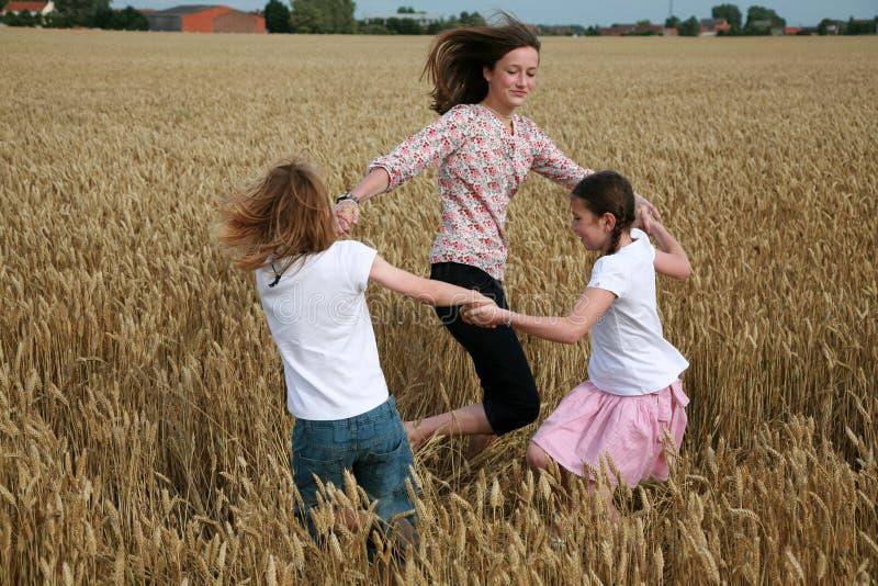 kinderen het dansen royalty-vrije stock fotografie