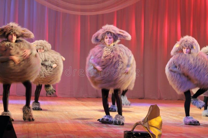 Kinderen het dansen ritmische dans royalty-vrije stock foto