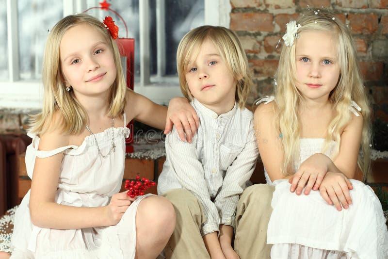 Kinderen - het glimlachen jonge geitjes royalty-vrije stock foto's
