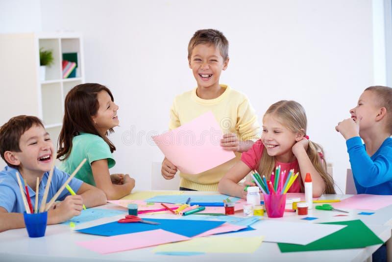 Kinderen het lachen stock afbeelding