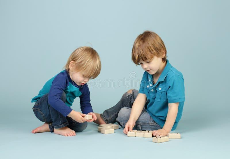 Download Kinderen het Spelen stock foto. Afbeelding bestaande uit samen - 39117074