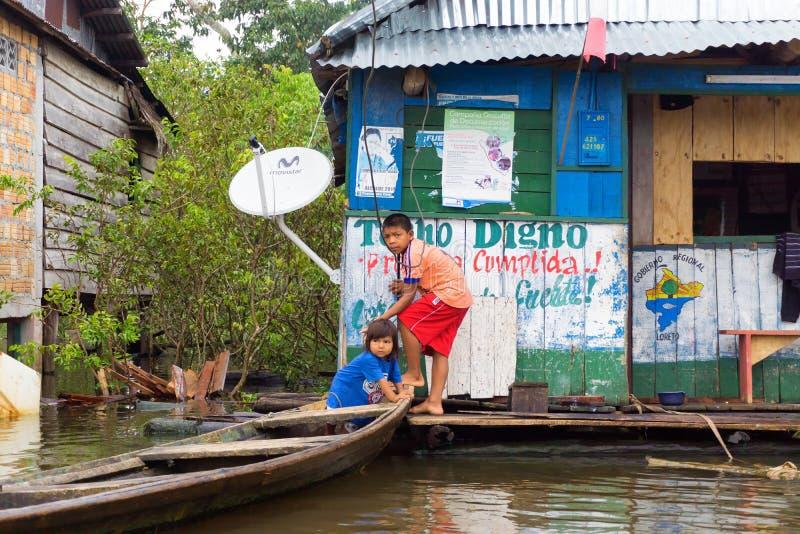 Kinderen in Iquitos, Peru stock afbeeldingen