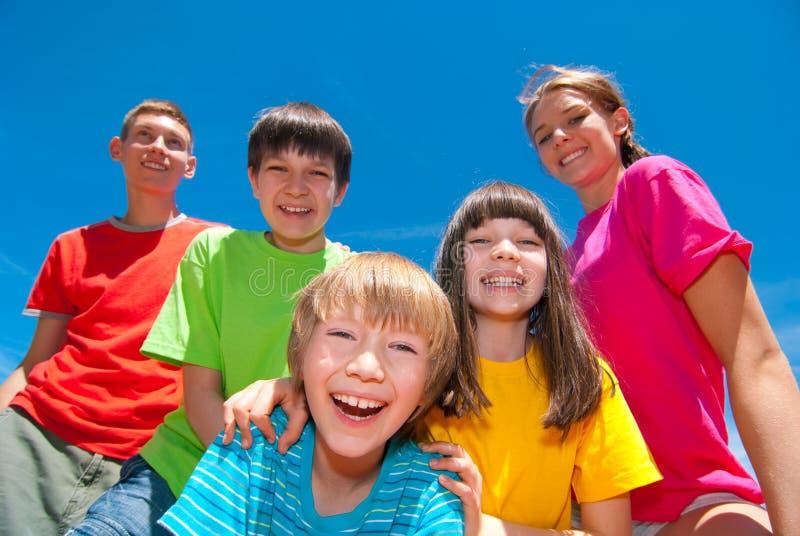 Kinderen in kleurrijke kleren royalty-vrije stock foto's