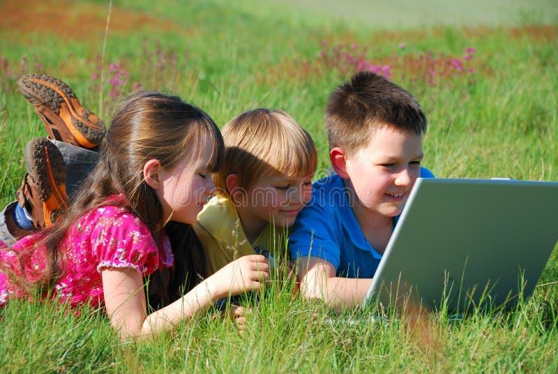Kinderen met computer royalty-vrije stock foto's