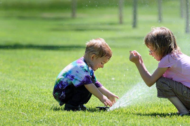 Kinderen met Sproeier