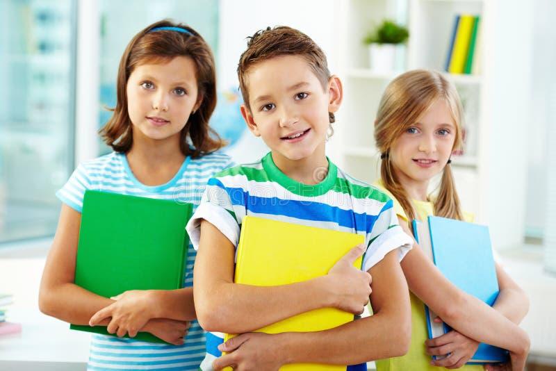 Kinderen op school stock afbeelding