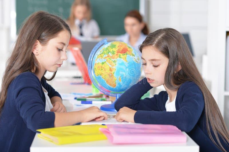 Kinderen op school in lessen royalty-vrije stock foto
