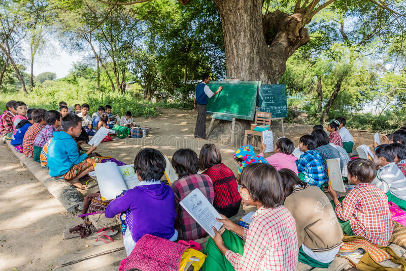 Kinderen op school in Myanmar royalty-vrije stock foto's