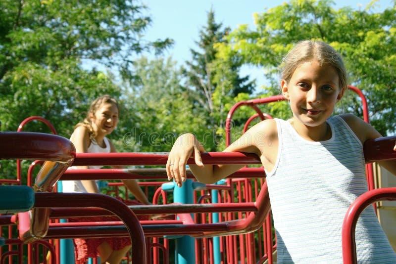 Kinderen op speelplaats stock foto's