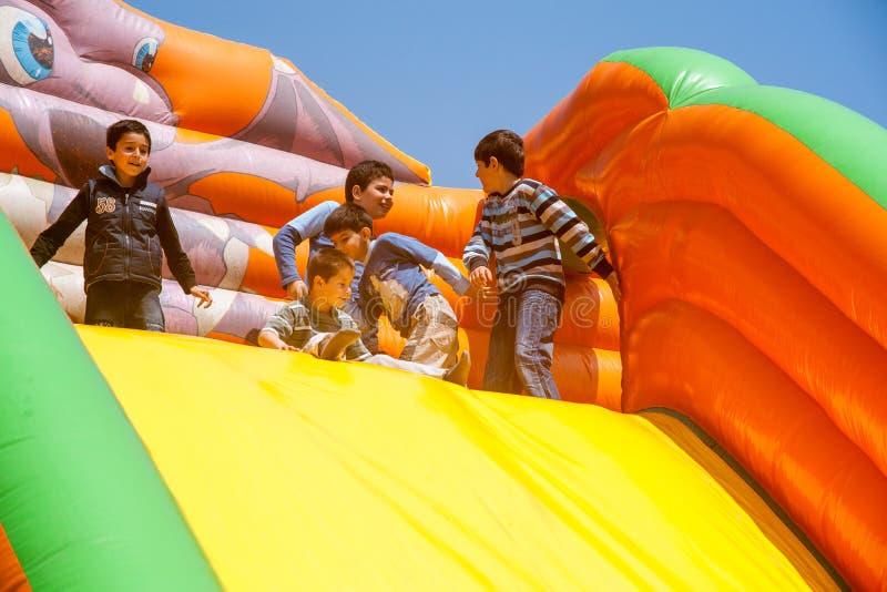 Kinderen op vakantie in Pomorie, Bulgarije royalty-vrije stock afbeelding