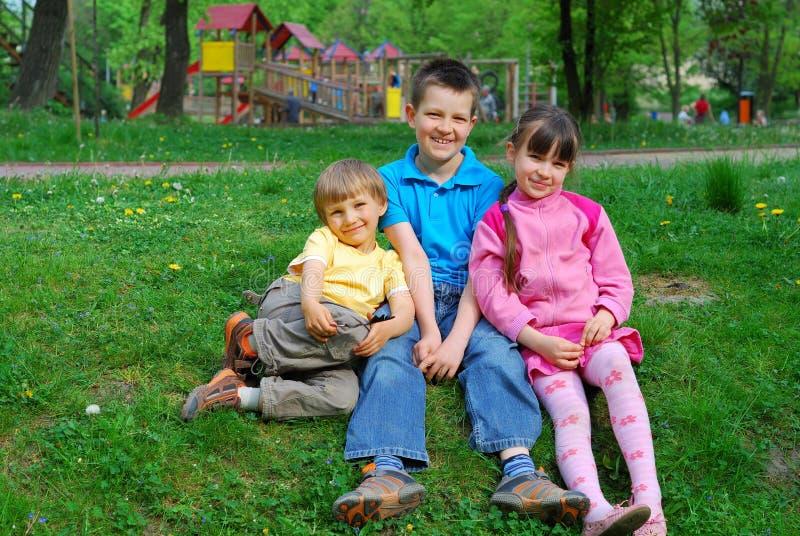 kinderen in park stock fotografie