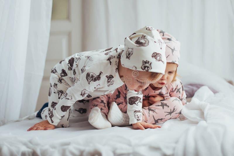 Kinderen in pyjama's royalty-vrije stock foto