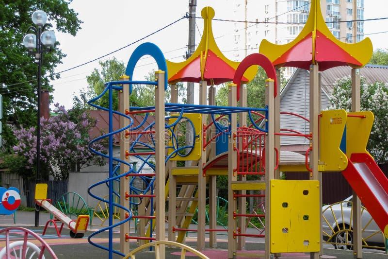 Kinderen` s speelplaats in de werf royalty-vrije stock afbeeldingen
