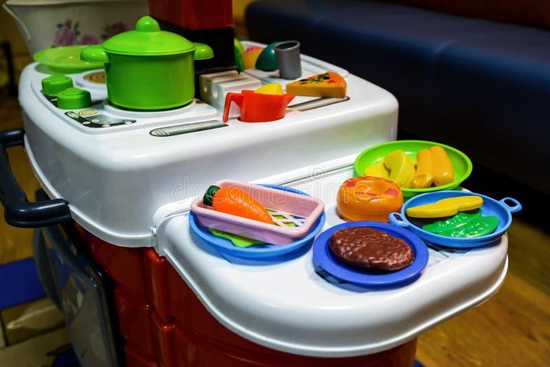 Kinderen` s stuk speelgoed keuken stock fotografie