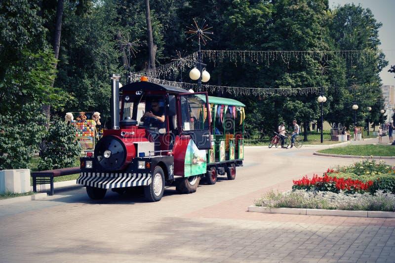 Kinderen` s trein in het Park van Cultuur Yoshkar-Ola 2018 stock foto's