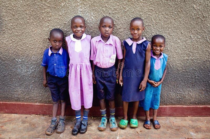Kinderen in school in Oeganda stock afbeeldingen