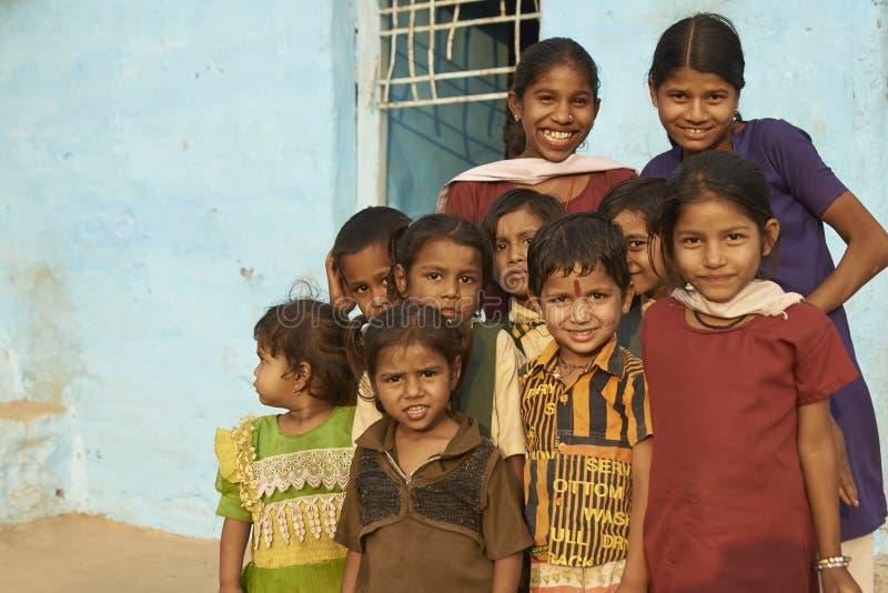 Kinderen van Mandu, India stock foto