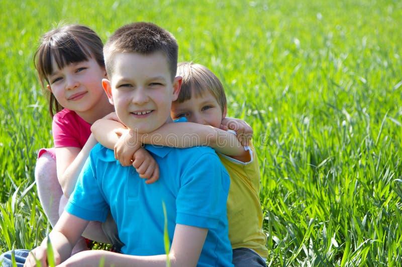 Kinderen in Weide royalty-vrije stock foto