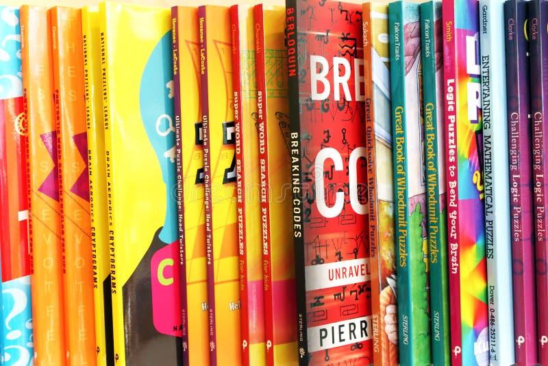 Kinderenboeken in boekhandel stock foto