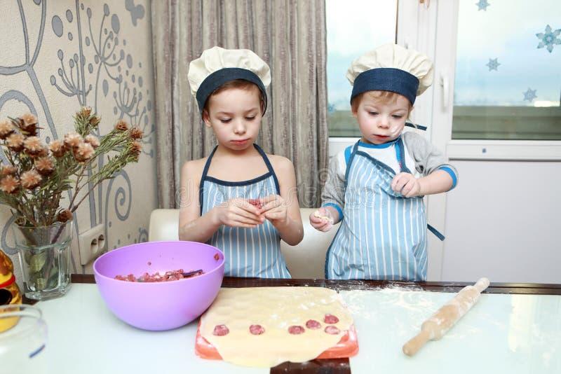 Kinderformmehlklöße stockfoto