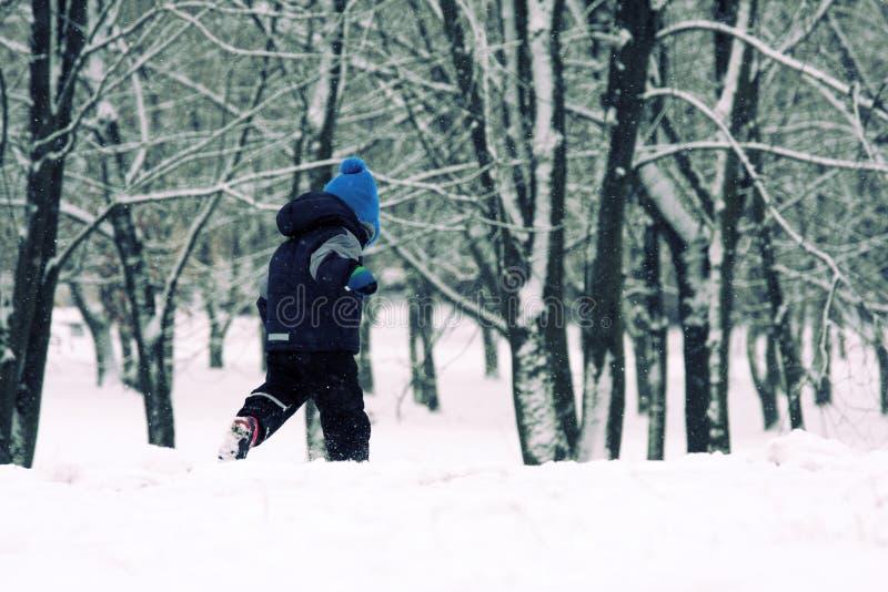 Kinderjaren in de winter royalty-vrije stock afbeelding