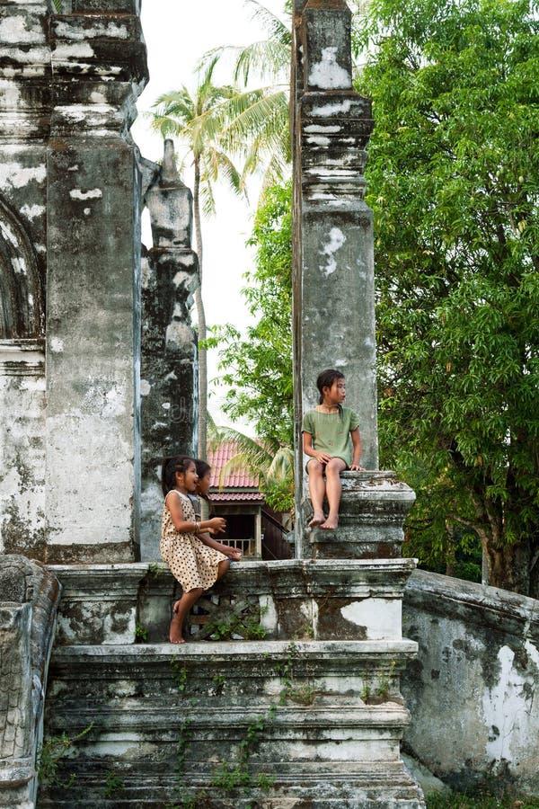 Kinderjaren in Don Khong Island, Laos royalty-vrije stock afbeeldingen