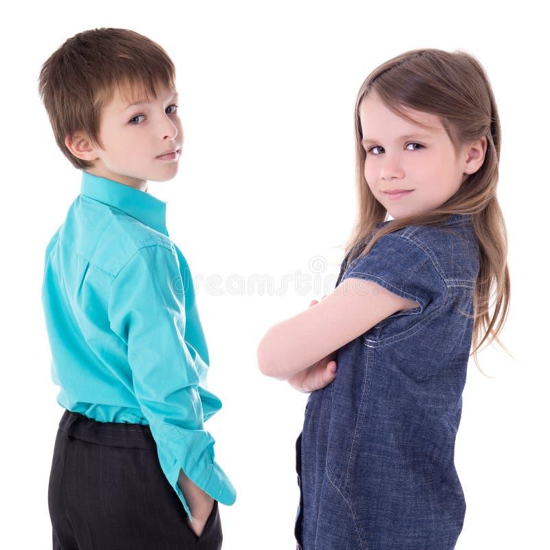 Kinderjaren - portret van leuk weinig geïsoleerde jongen en meisje stock foto